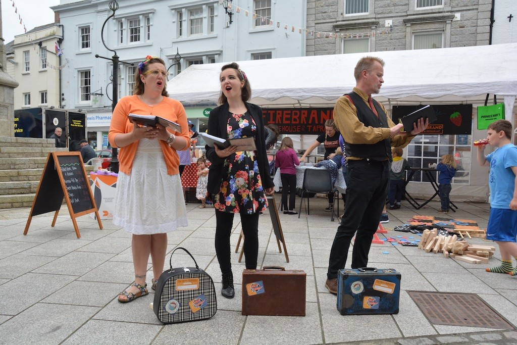 """""""All together now!"""": Story Republic performing more Causley"""