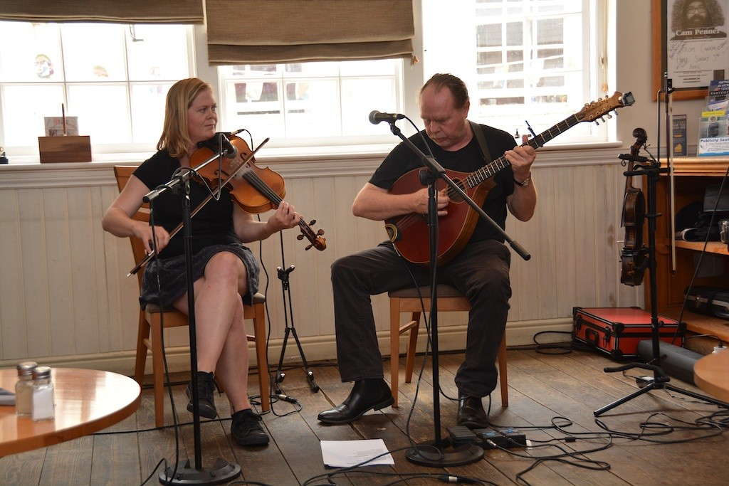 Traditional Cornish music from Jen Dyer and Neil Davy